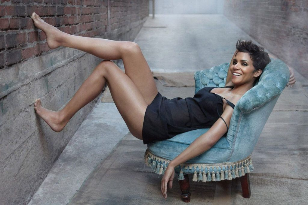 halle-berry-feet-1075796-1
