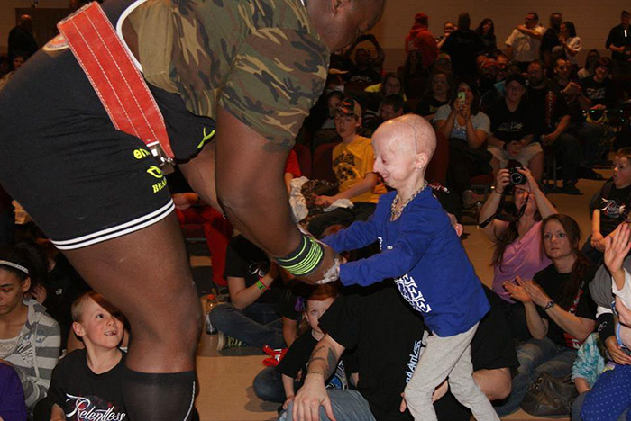 girl-rare-disease-progeria-powerlifter-friendship-lindsay-ratcliffe-david-douglas-3-1