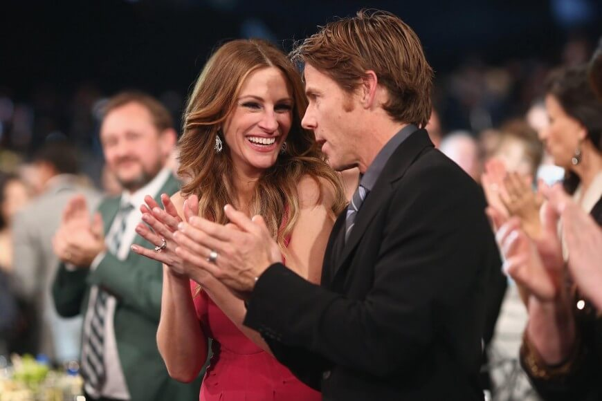 julia-roberts-flashed-big-grin-alongside-daniel-moder-870x580-1