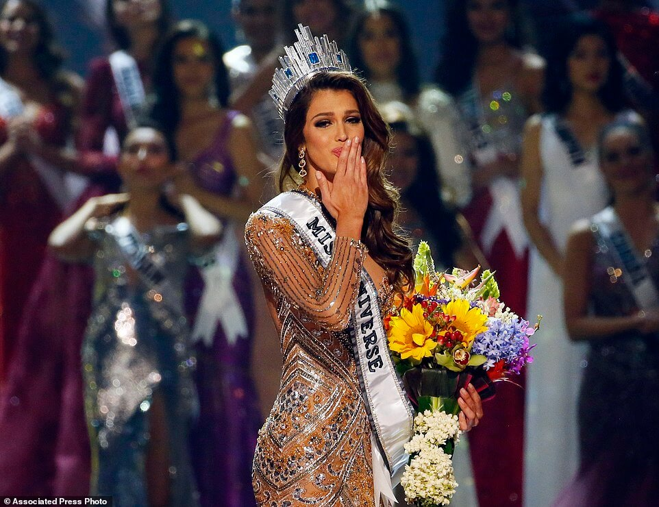 1F8VR5fhS124eb515762464ba769-4170536-Iris_Mittenaere_of_France_blows_kisses_to_the_crowd_after_being_-a-125_1485749946080 (1)